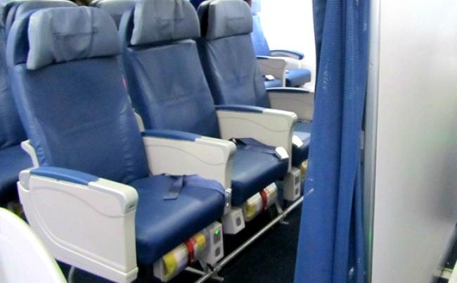 © samolets.com  Запомните правило : если наборту есть пассажиры сгрудными детьми— скорее вс
