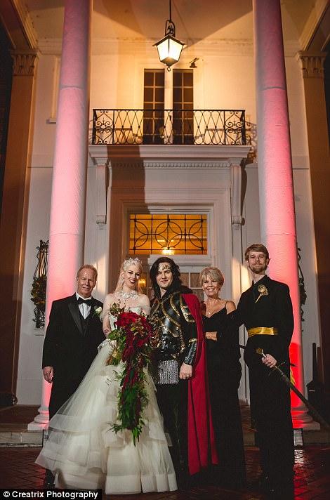 «Мы хотели устроить уникальную свадьбу, но не без традиционных моментов».
