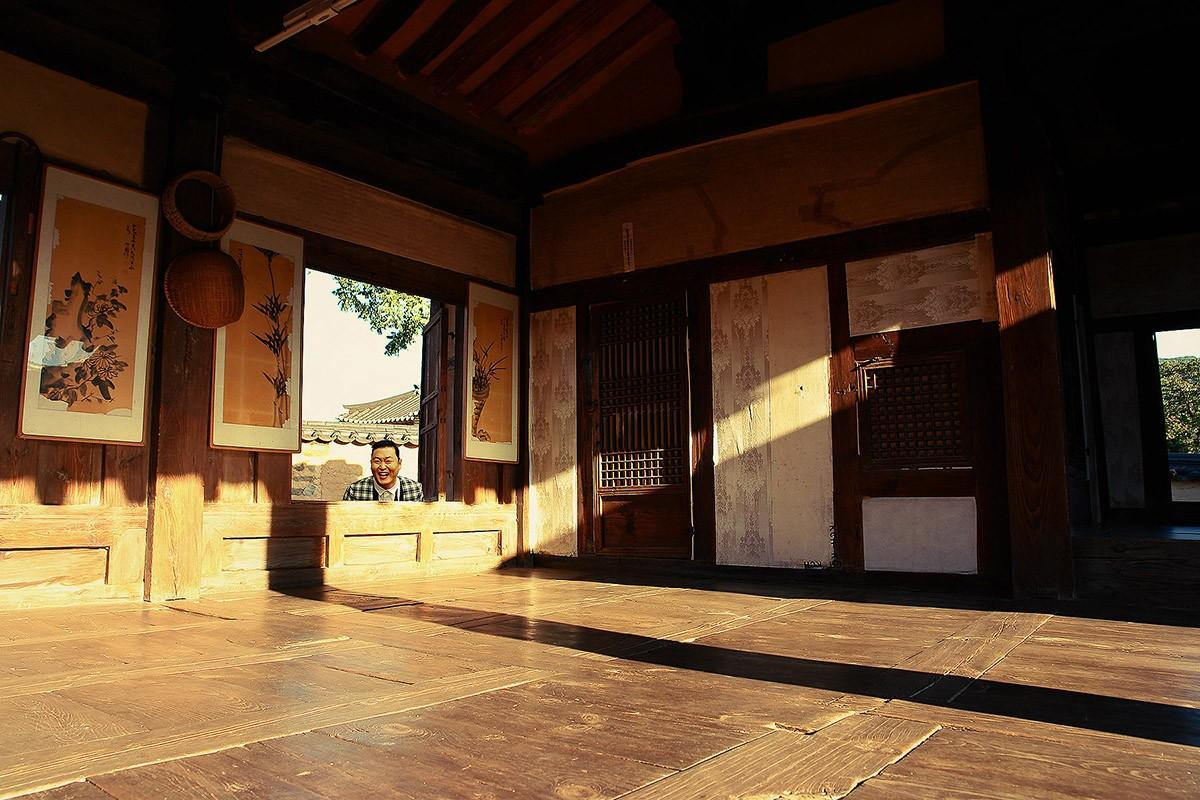 24. В закате въехали в деревню Ха-хве. Тут охрана ЮНЕСКО, все дела, традиционный корейский средневек