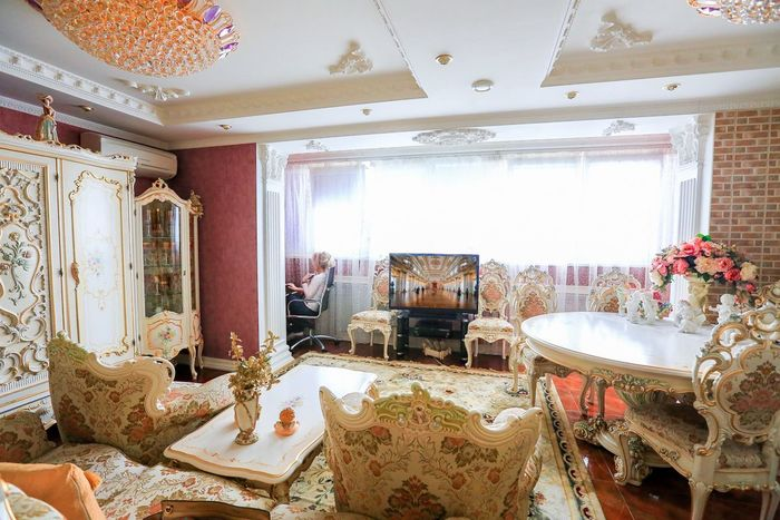 Мебель заказывали по каталогу из Италии.