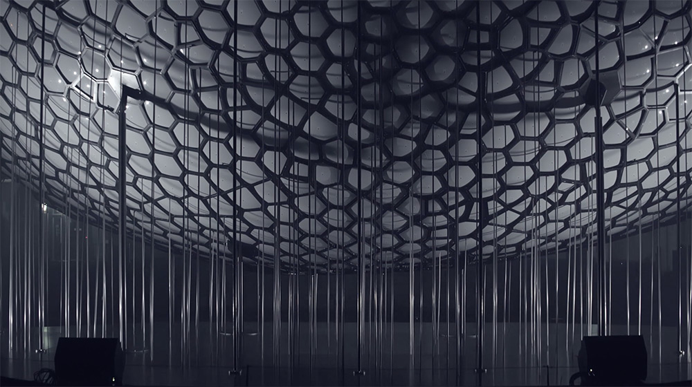 Light Barrier: A Dizzying Array of Projectors and Mirrors Creates Volumetric Drawings in Midair