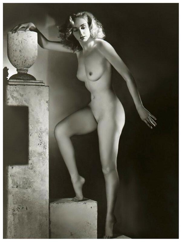 naked-burlesque-girl