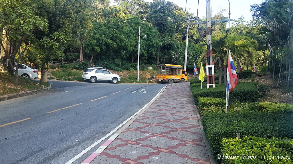 Phra tamnak road идем в парк смотреть на Большого Будду