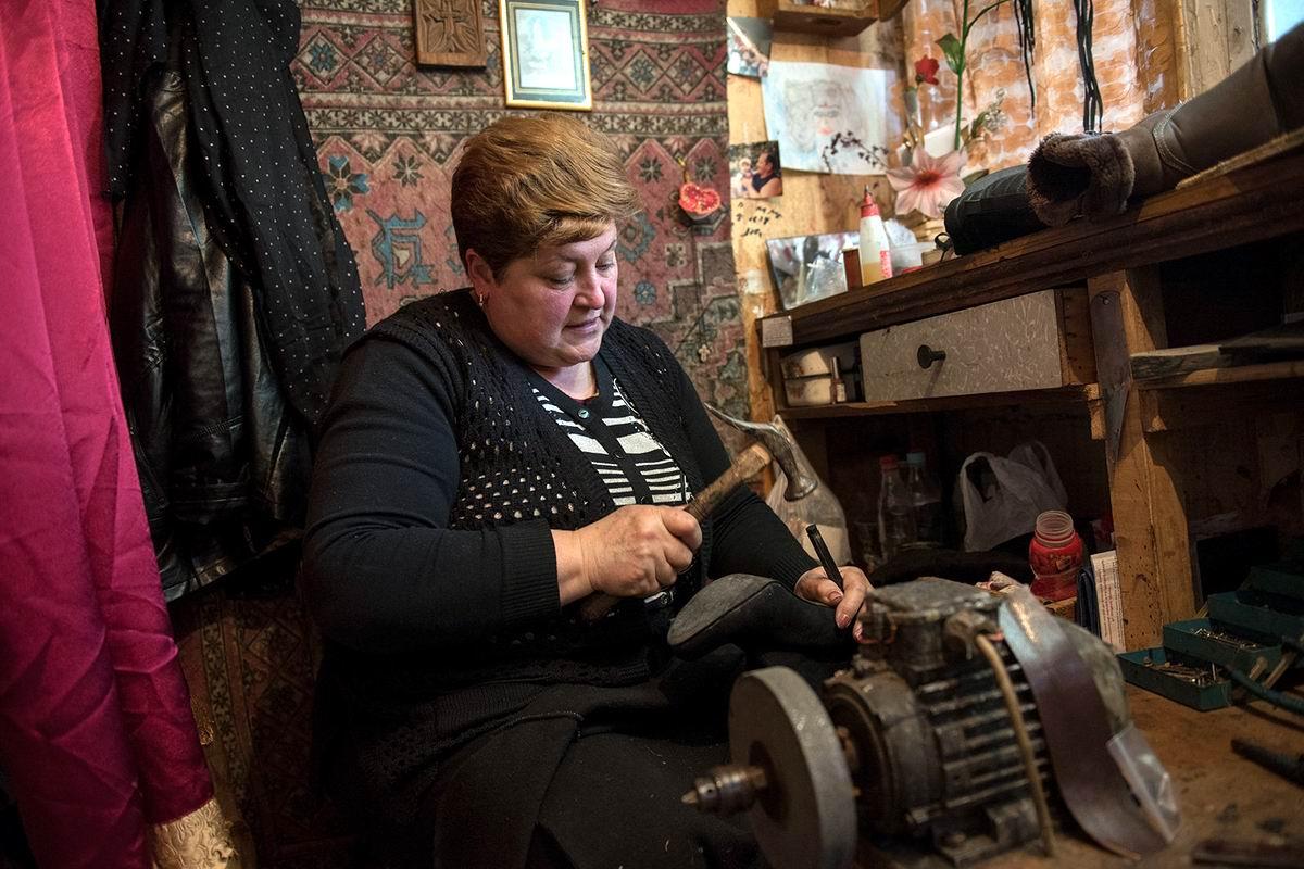 Мне некогда страдать от скуки: Армянская сапожница