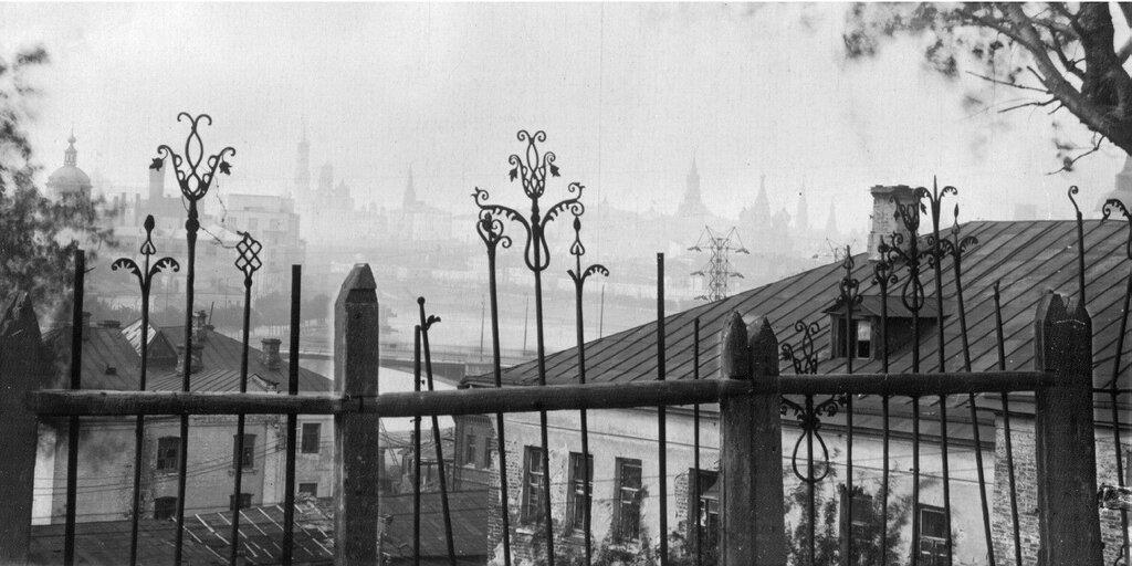 Вид на Кремль со Швивой горки нач. 30-х.jpg