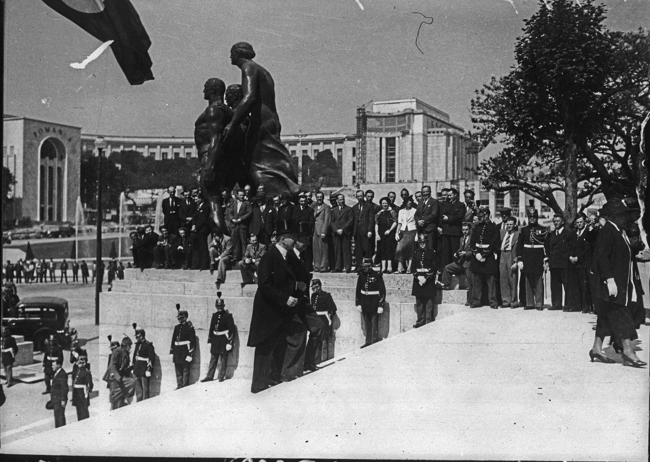 Открытие павильона Германии (26 мая 1937 года)