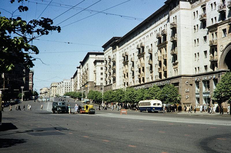 1959 Ул. Горького в Москве. Harrison Forman_2.jpg