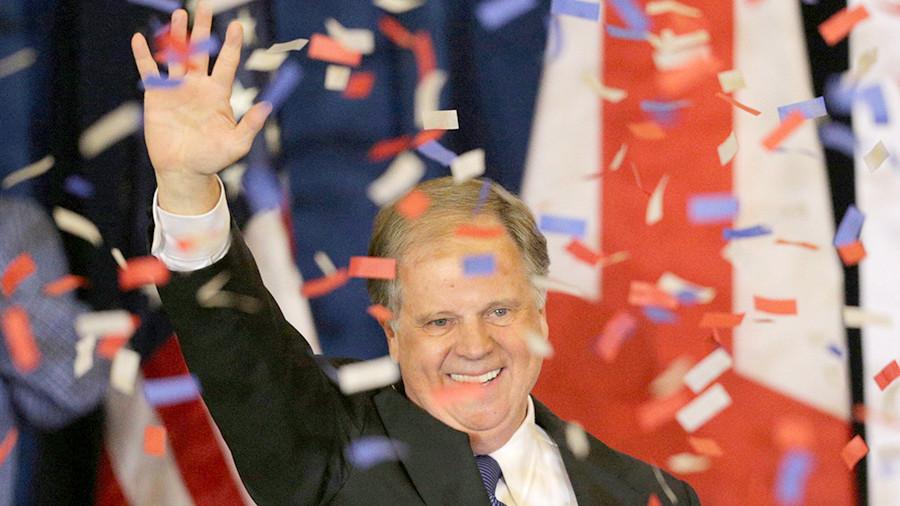 Выборы втрадиционно республиканской Алабаме выиграл демократ Даг Джонс