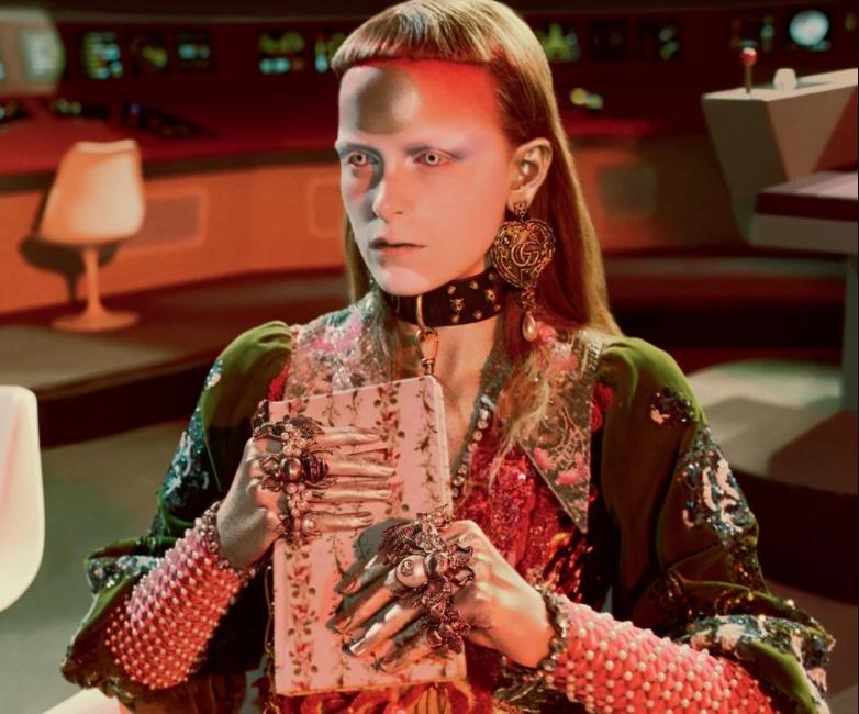 Винтажные инопланетяне и динозавры в новой сумасшедшей рекламе Gucci (19 фото)