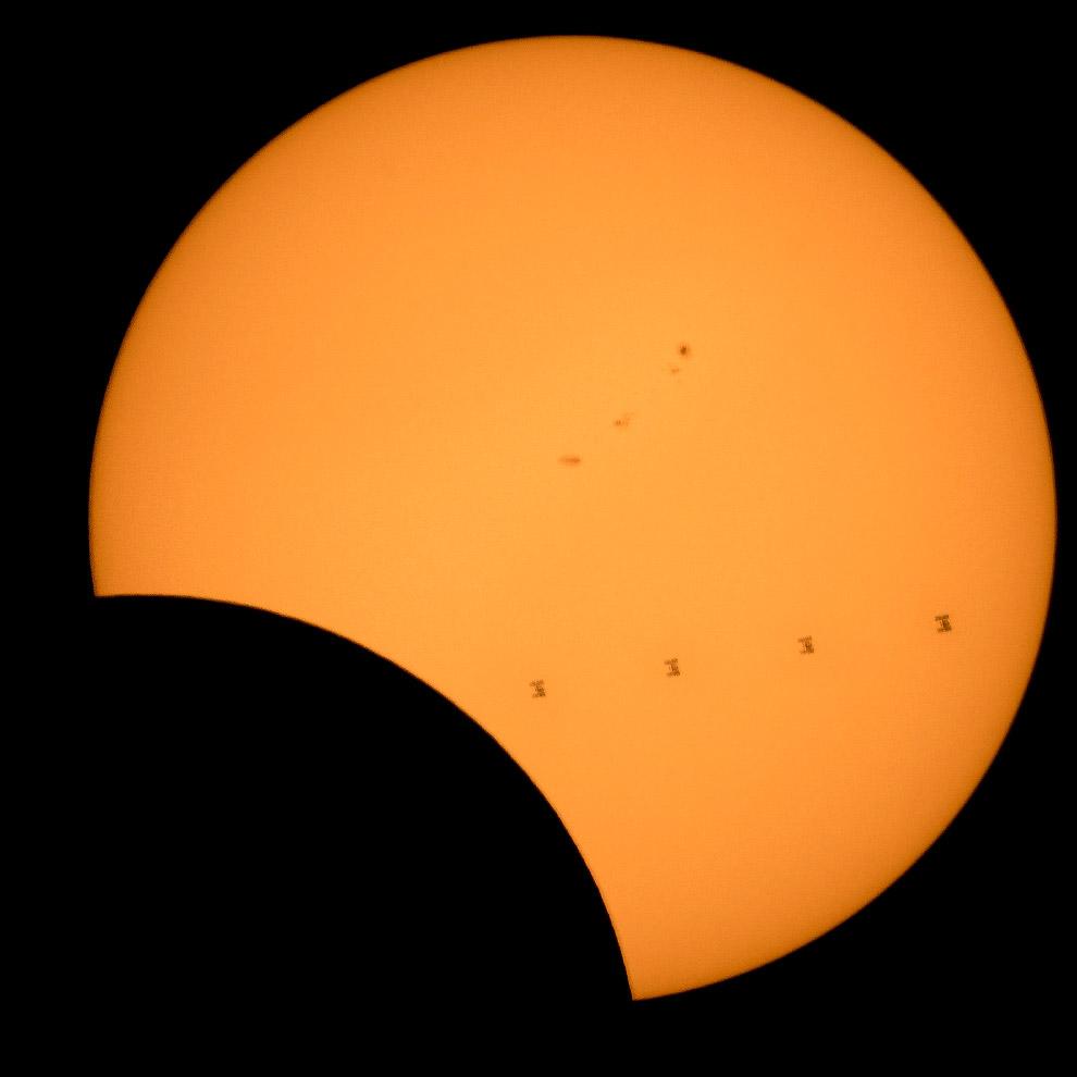 Кликикабельно, 18018х2574px . (Фото NASA | Bill Ingalls):