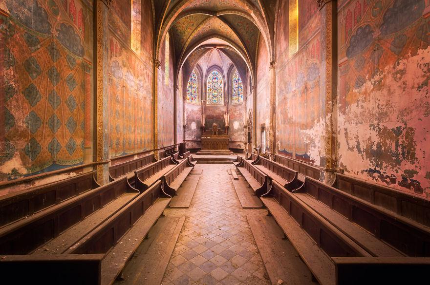 Снова заброшенная церковь.