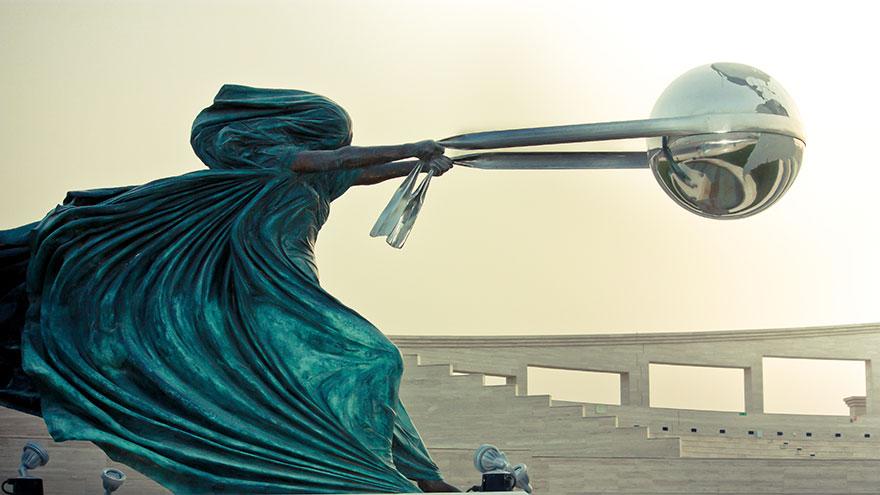 Необычные современные скульптуры мира (17 фото)