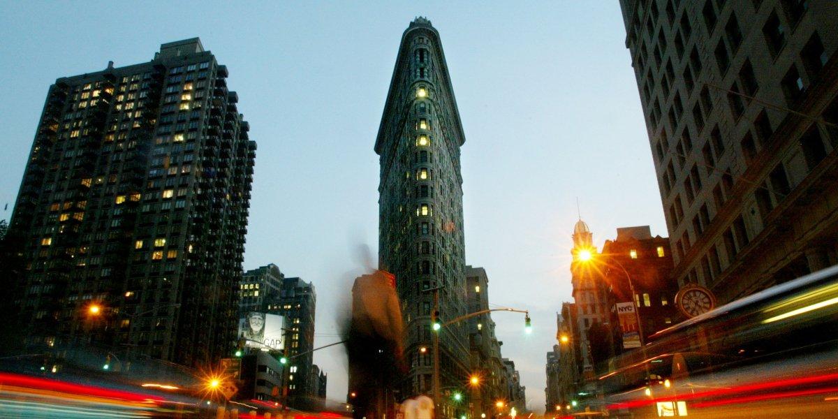 Флэтайрон-билдинг, один из первых небоскребов. 22-этажное здание получило название благодаря необычн