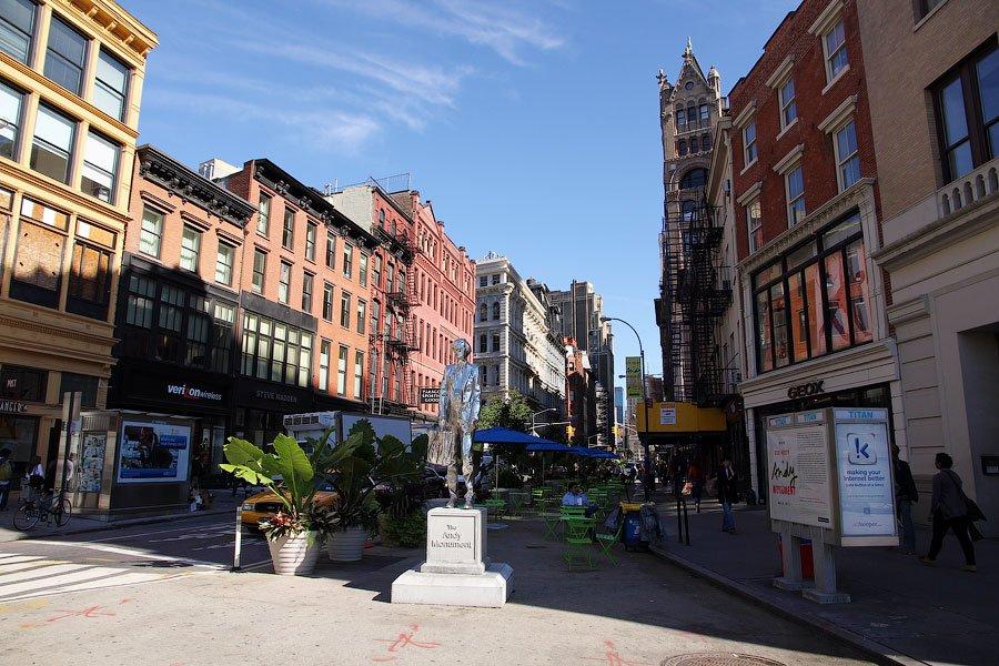 Юнион-сквер, в принципе, показался мне очень нью-йоркским местом. Из фильмов, снятых в Нью-Йорке, о