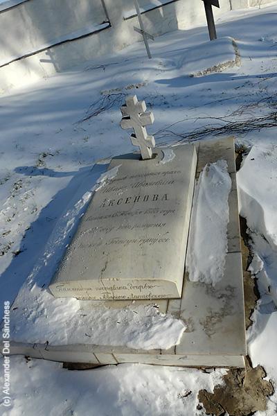 кладбище у Крестовоздвиженской церкви.jpg
