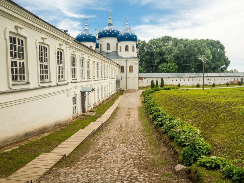 Юрьев монастырь. Крестовоздвиженский собор.