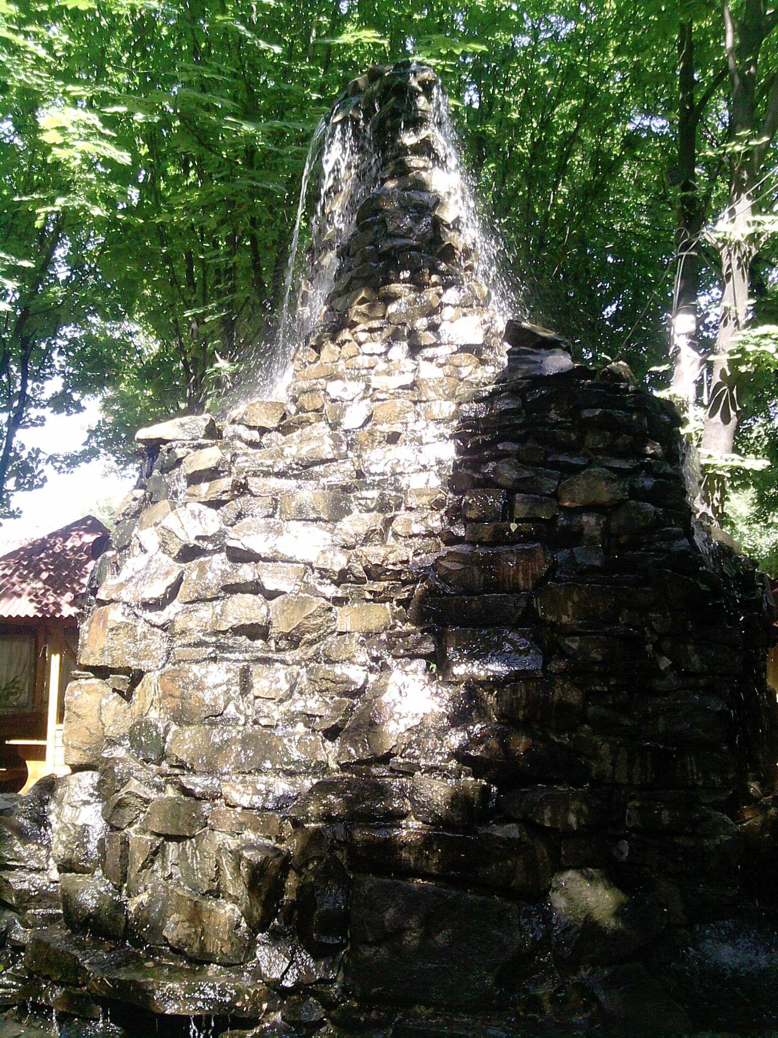 Строительство альпийской горки кладка из дикого природного бутового камня водопада декор двора в Краснодарском крае