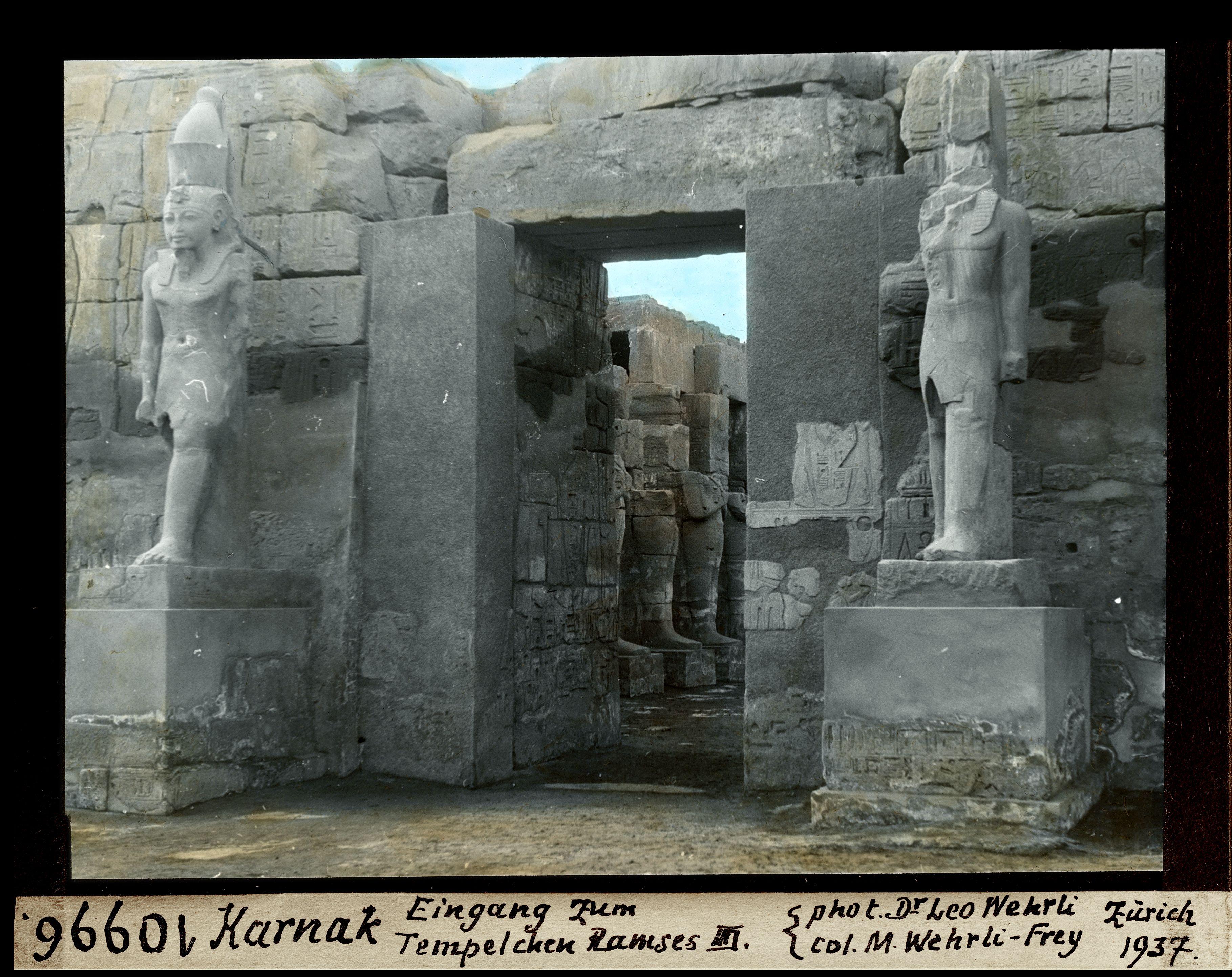 Вход в храм Рамзеса III