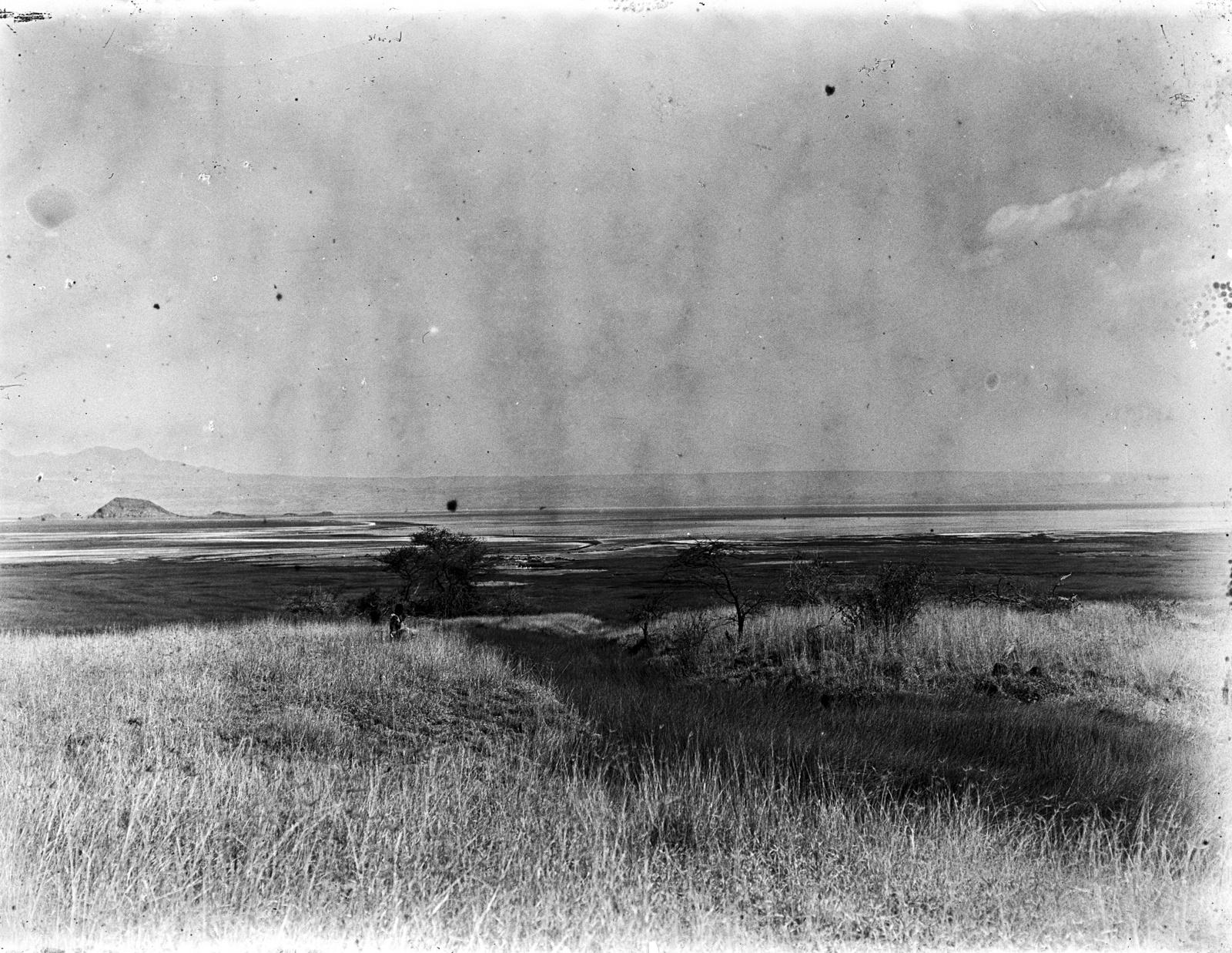 32. Источник на озере Натрон
