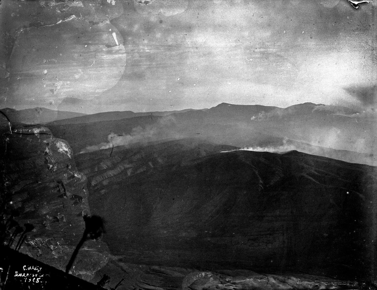 53. Вулканический кратер