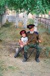 Дед и внук. Мой отец, атаман Берёзовского юрта. Волгоградская обл. 2000 г. С моим сыном Романом..jpg