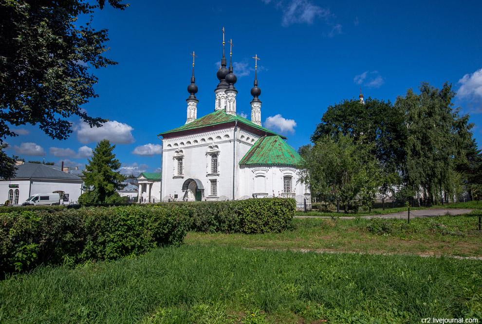 11. Колокольня Скорбященской церкви похожа на Никольскую. Да и вообще такая храмовая архитект