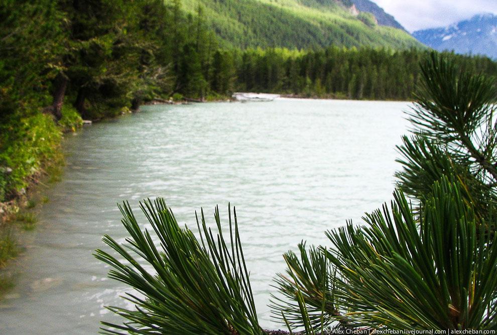 Очень и очень красивые горы, абсолютно невероятная, разнообразная и богатая природа. Все это