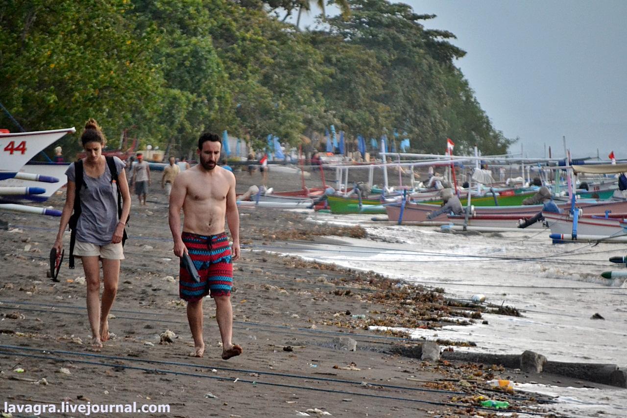 Повседневность балийских пляжей – это грязь, высокие волны, сильные подводные течения, приливы