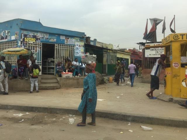 Обычный уличный перекресток в Луанде     Кто и где работает в Анголе    Бол