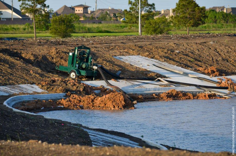5. Берега искусственного водоёма бетонируются на уровне бьефа для защиты и предотвращения возникнове