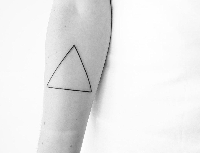 O minimalismo e a geometria das tatuagens de Malvina