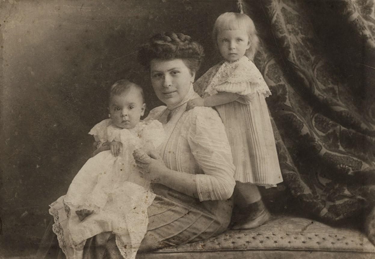 Жена Головкина Екатерина с детьми Женей и Всеволодом