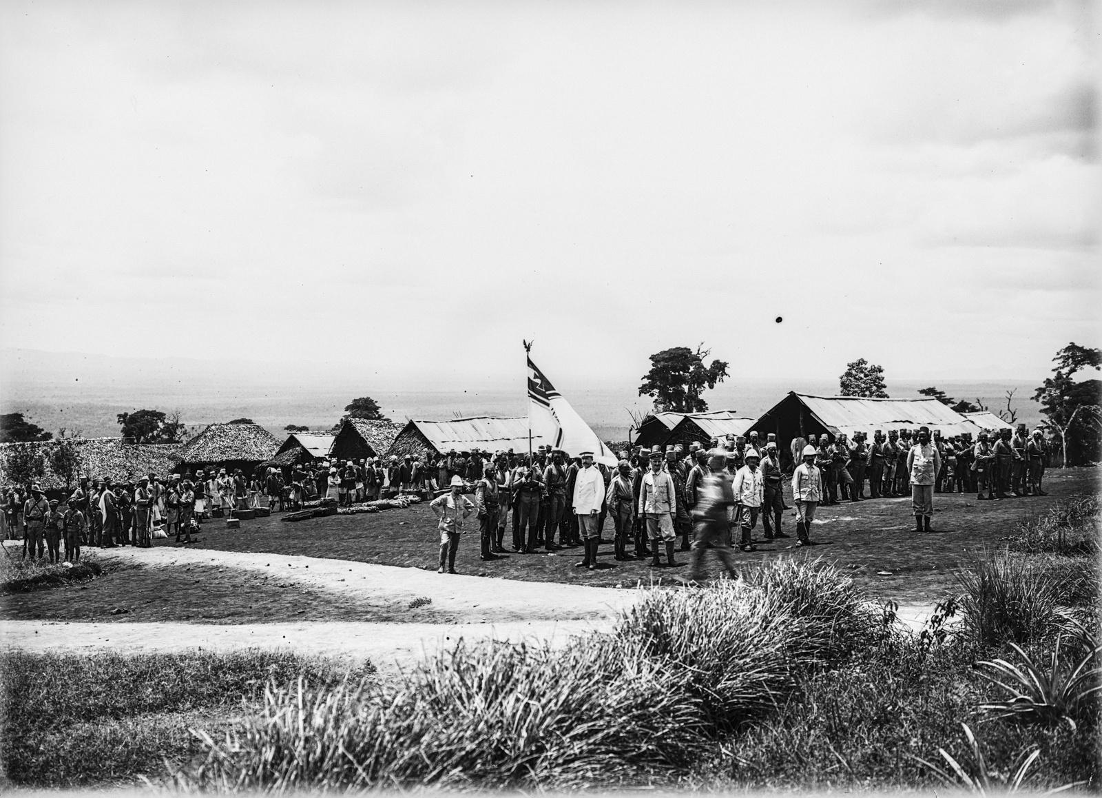 109. Станция немецкого общества Восточной Африки (ДОАГ) в Моши. Солдаты немецких колониальных войск