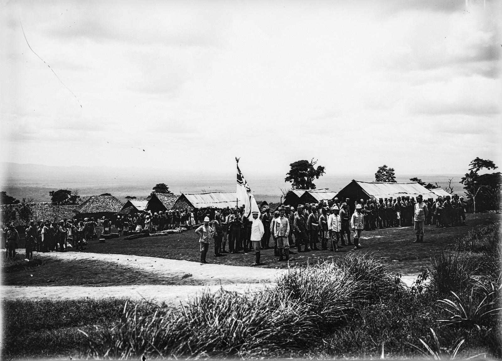 110. Станция немецкого общества Восточной Африки (ДОАГ) в Моши. Солдаты немецких колониальных войск