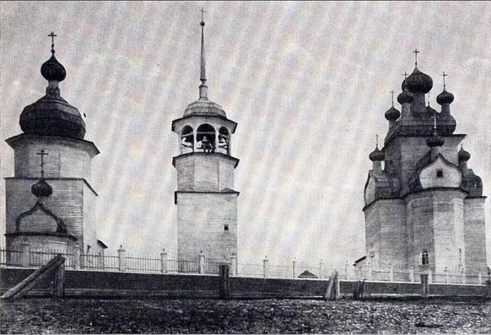 Окрестности Онеги. Чекуево. Успенская церковь, колокольня, Преображенская церковь