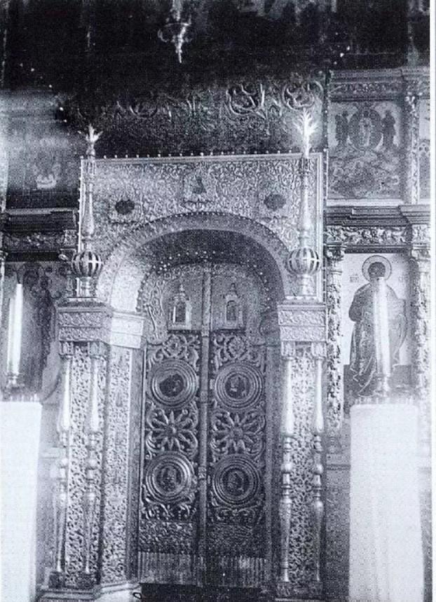 Окрестности Онеги. Чекуево. Царские врата Преображенской церкви