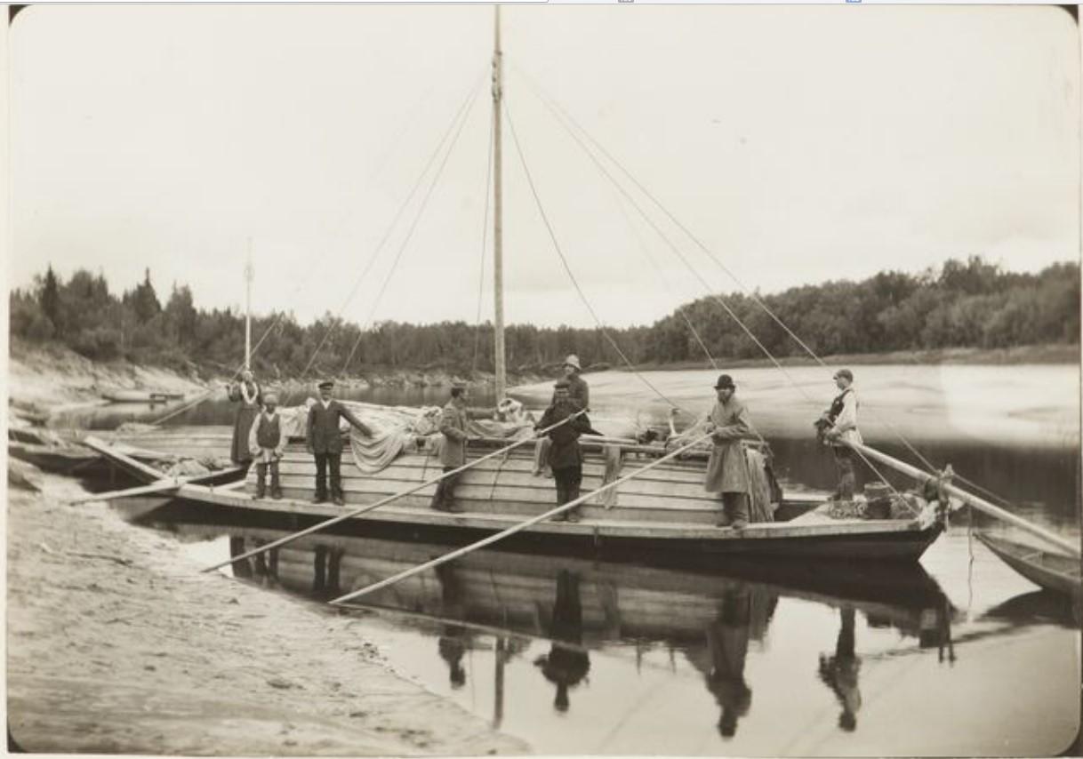 Экспедиция У.Т.Сирелиуса в лодке на берегу реки Васюган