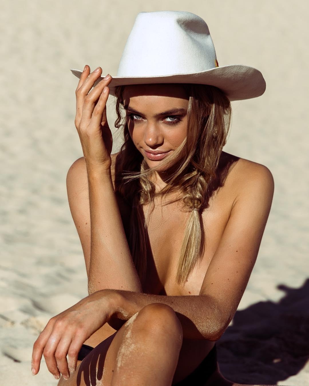 Красивые девушки на снимках Лейлы Джой