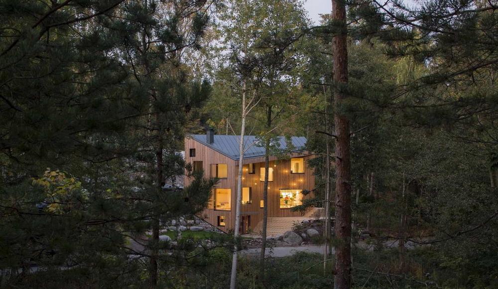 Деревянный дом недалеко от финской столицы