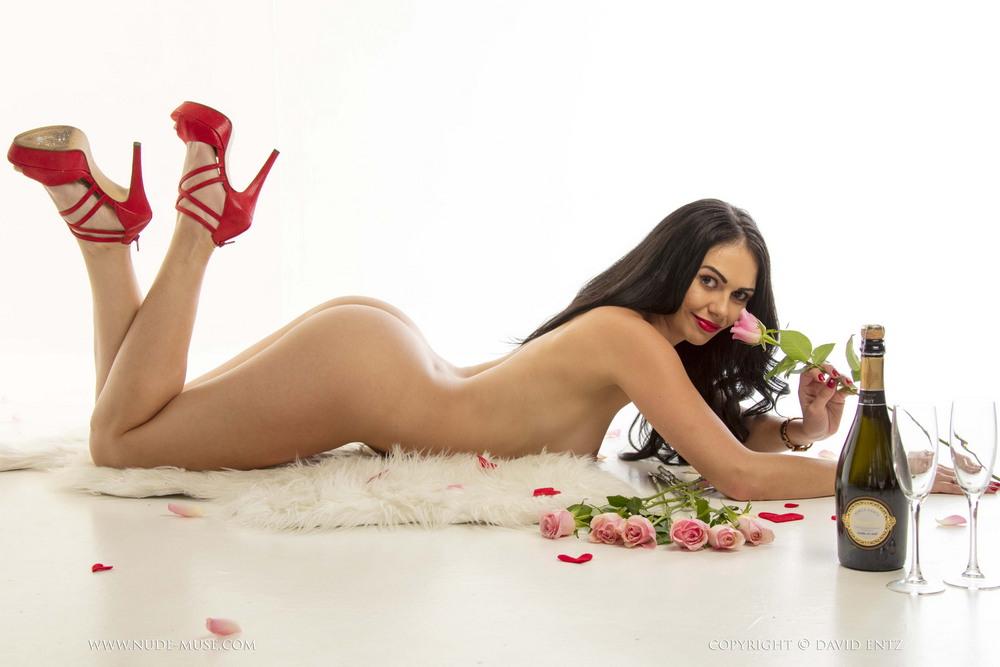 Обнаженная Blaze в день Святого Валентина