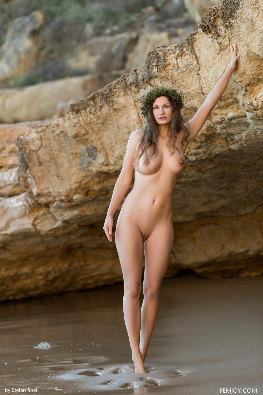 Обнаженная Susann на пляже