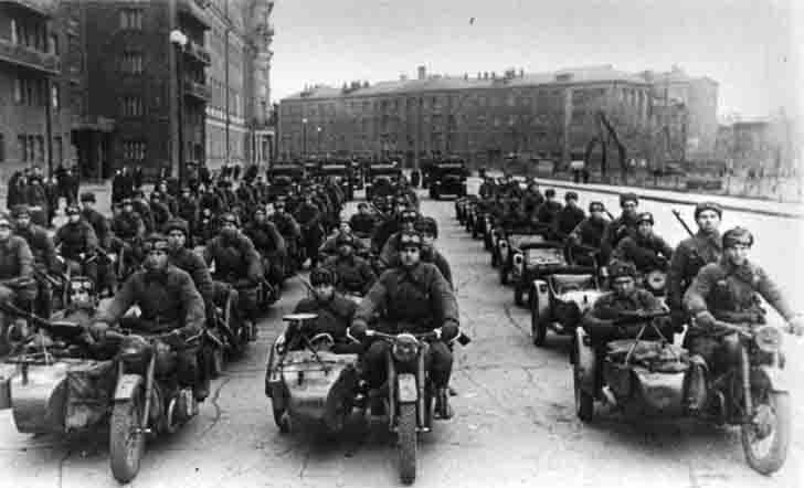 Москва. Подразделения мотоциклистов отправляются на фронт