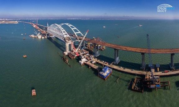 Движение почасти Крымского моста откроется вближайшее время — Путин
