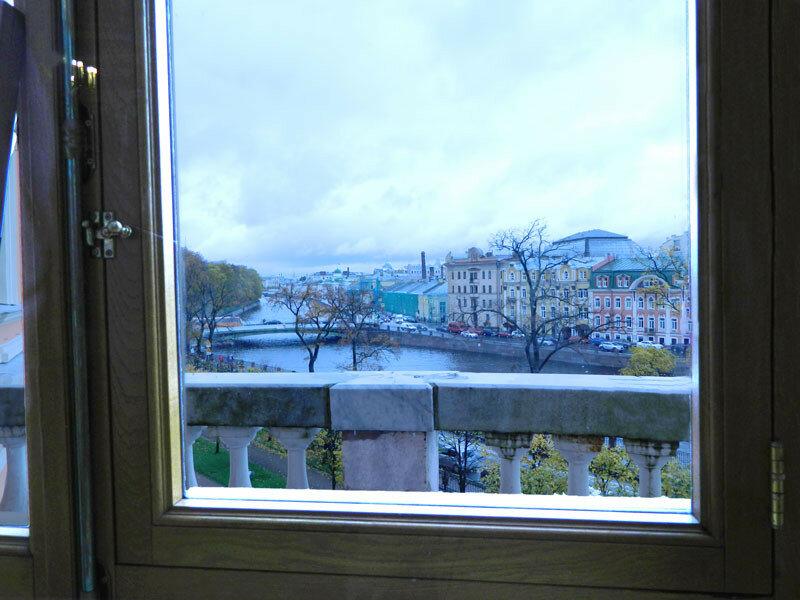 Михайловский замок, Овальный зал, вид из окна