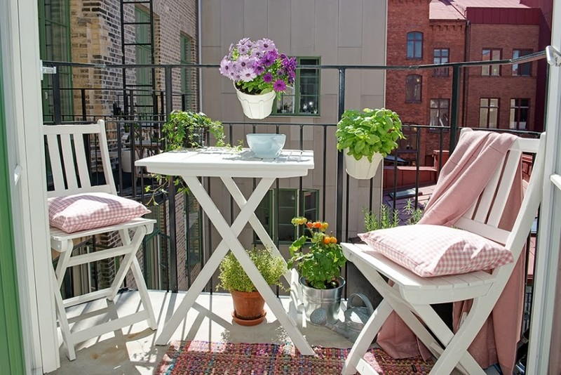 17. Цветы делают балкон уютным Настоящий райский уголок на балконе невозможно создать без цветов. Их