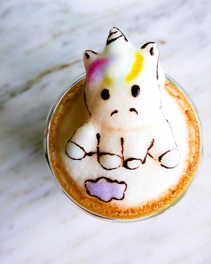 17-летняя девушка создает потрясающие фигурки из кофейной пенки