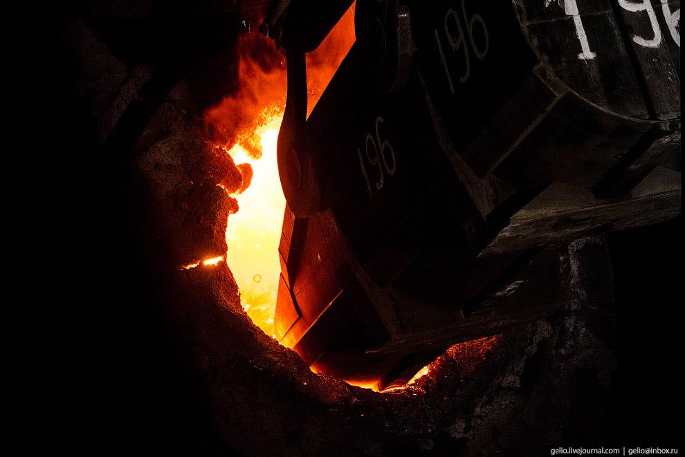 37. В конвертер загружают металлический лом и чугун в соотношении один к четырём. Чугун в конвертер