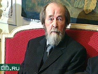 20001213-Александр Солженицын считает сейчас неуместным принятие госсимволики России~1-48940_20001213212346
