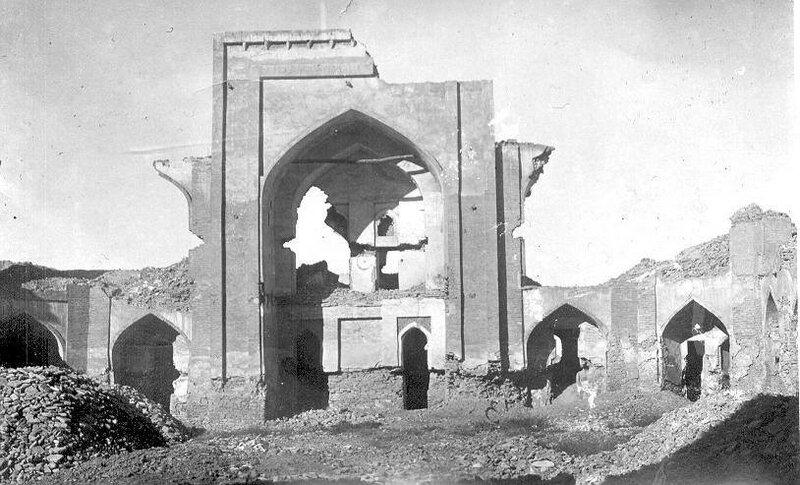 1929 Внутренний двор медресе Бозори Гусфанд.jpg