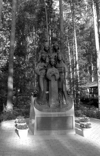 Памятник «Царские дети». Ганина Яма. Екатеринбург